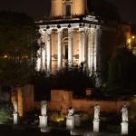 Dentro al tempio di Antonino e Faustina