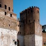 In bici lungo le mura di Roma